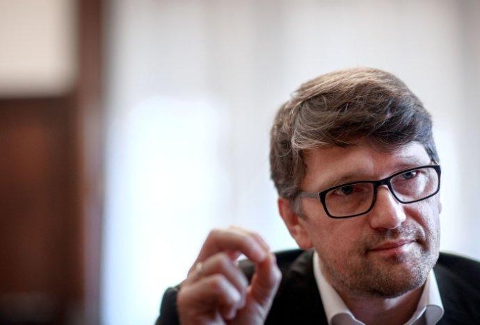 Marek Maďarič sa narodil v roku 1966. Píše scenáre a v Slovenskej televízii pracoval ako dramaturg. V roku 1988 vstúpil do komunistickej strany. Je podpredsedom Smeru a už druhý raz ministrom kultúry. Foto - Sali Németh