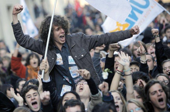 Demonštrácia proti kapitalizmu vo Francúzsku . Foto – TASR