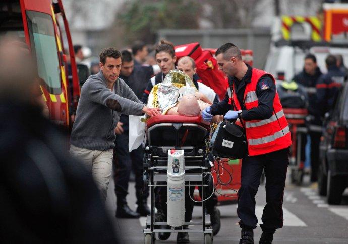 Francúzsky zákon je reakciou na útoky islamistov na týždenník Charlie Hebdo a na židovských obchod v Paríži, pri ktorých zomrelo 17 ľudí. Foto - TASR/AP