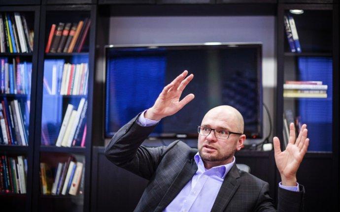 V októbri 2011 jeho strana SaS hlasovala proti navýšeniu eurovalu. Keďže premiérka Iveta Radičová spojila hlasovanie s vyslovením dôvery, jej vláda padla. V máji 2014 ho zvolili za europoslanca. Foto N - Tomáš Benedikovič