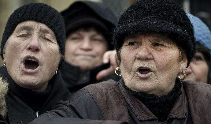 Raz sa aj naši dôchodcovia môžu nahnevať ako títo z Rumunska. Foto - TASR