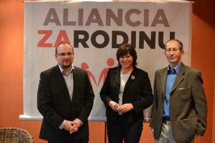 Anton Chromík, Anna Verešová a Peter Kremský. Foto - Aliancia za rodinu