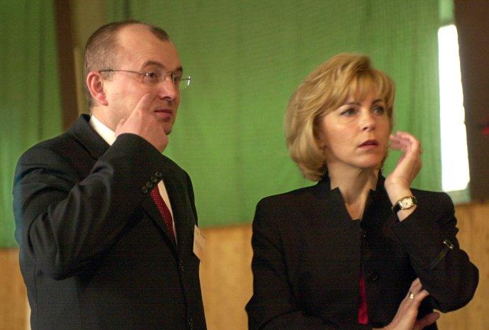 Anna Bubeníková v čase, keď bola prvýkrát vo vedení FNM. Na snímke s vtedajším šéfom VSŽ Antonom Bidovským. Foto - TASR