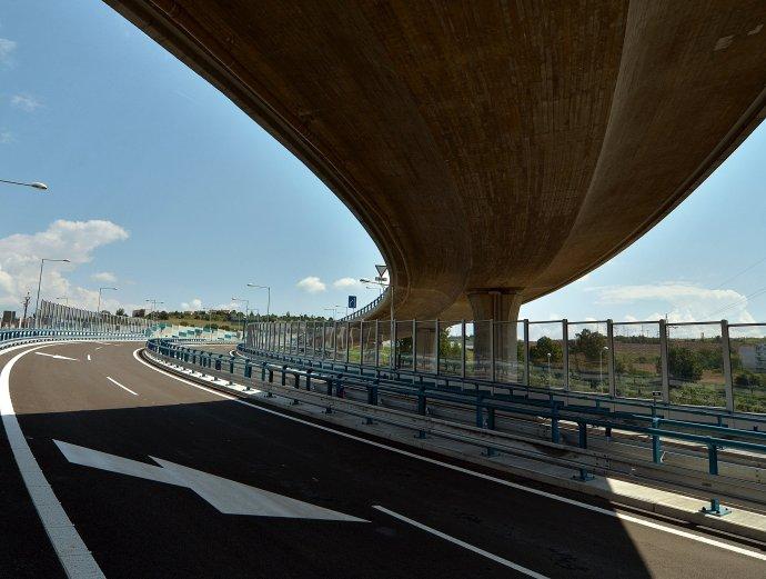 Nový asfalt na cestách by mal byť odolnejší. Ilustračné foto - TASR