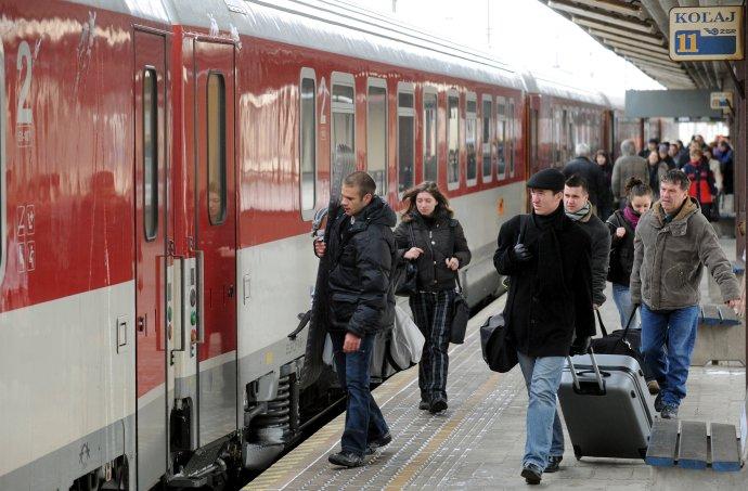 Vláda dúfa, že novými zľavami motivuje ľudí, aby viac jazdili vlakmi. Foto - TASR