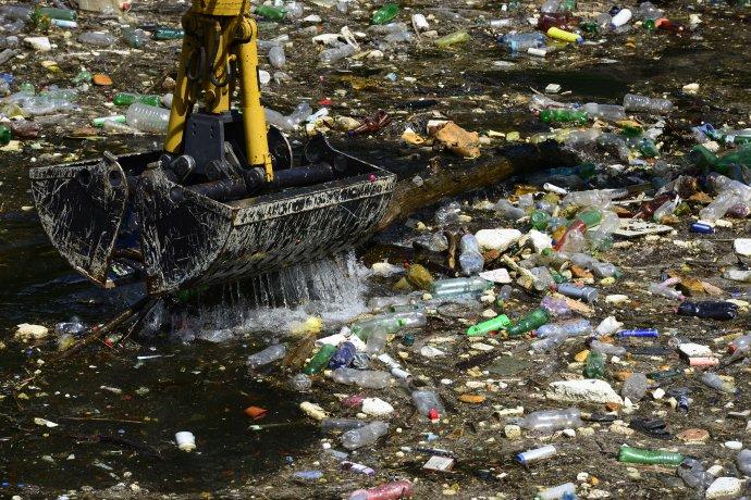 Malé firmy chcú slovenský odpad zhodnocovať, zatiaľ sa im nedarí presadiť. Ilustračné foto - TASR