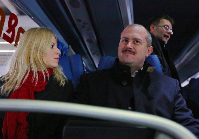 Marian Kotleba s manželkou Frederikou, zamestnankyňou podniku, ktorý ovláda samosprávny kraj. Foto - TASR