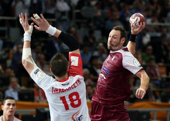 15c2d796f56b7 Bertrand Roine (vpravo) hral za reprezentáciu Francúzska. Teraz sa tešil zo  striebra,