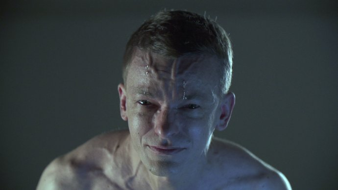 Oskar Dawicki, Slzy šťastia, 2014 Video, 3:17 min. S dovolením autora a Raster Gallery.