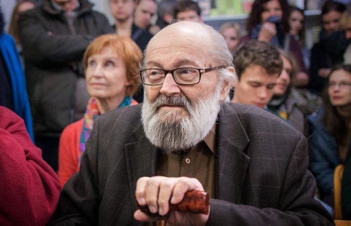 Kornel Földvári na čítačke svojej knihy. v roku 2015. Foto N - Tomáš Benedikovič