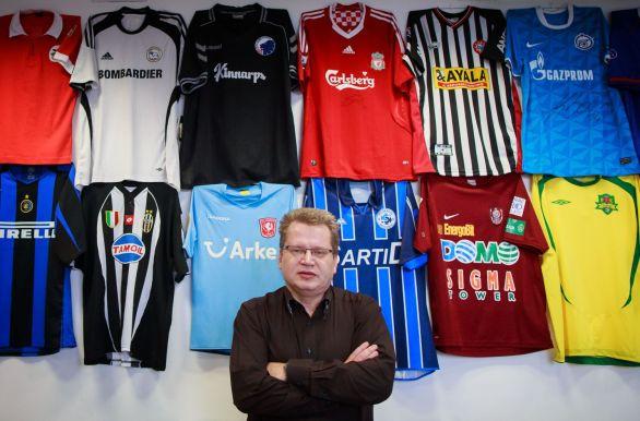 179e7ea1c4f6 JURAJ ČURNÝ (na fotografii Tomáša Benedikoviča) sa narodil v roku 1966 v  Levoči