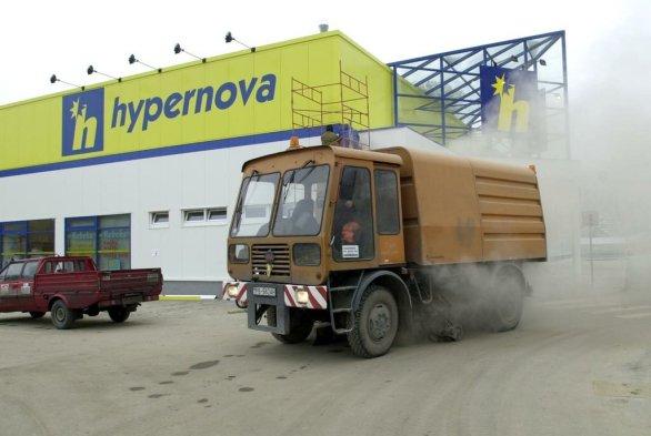 05b4f3c69 Ahold zo Slovenska odišiel, značku Hypernova ešte smie nový vlastník jeho  predajní používať. Foto
