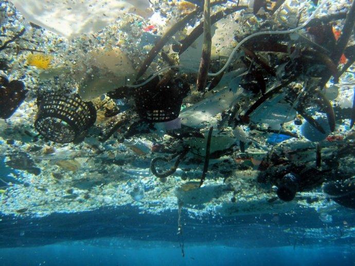 V Stredozemnom mori je viac väčších kusov plastov ako inde v oceánoch. Ilustračné foto – TASR/AP