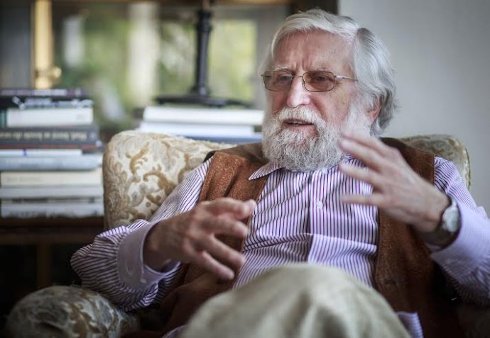 Ivan M. Havel (1938) vyštudoval obor automatizácia a počítače na Elektrotechnickej fakulte ČVUT v Prahe, v roku 1971 získal doktorát na univerzite v Berkeley v USA, na začiatku 90. rokov habilitoval v odbore umelej inteligencie na Lekárskej fakulte UK v Prahe. Je spoluzakladateľom Centra pre teoretické štúdie UK a AV ČR, šéfredaktorom časopisu Vesmír. Patrí k zakladateľom Občianskeho fóra. Foto N - Tomáš Benedikovič