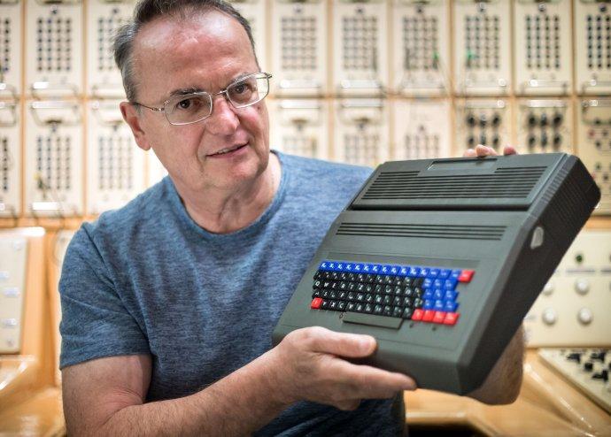 Vynálezca a konštruktér počítača PMD 85 Roman Kišš. Foto N - Tomáš Benedikovič