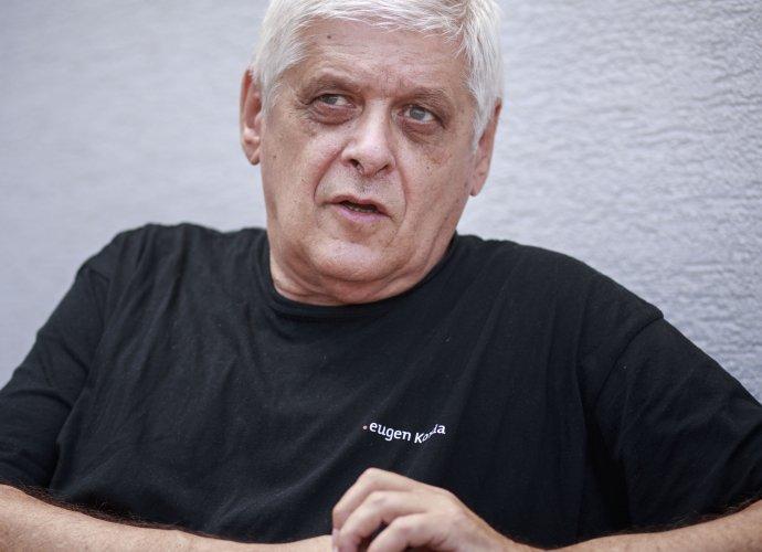 Novinár Eugen Korda vystúpil v nedeľu na proteste v Humennom. Foto N - Tomáš Benedikovič