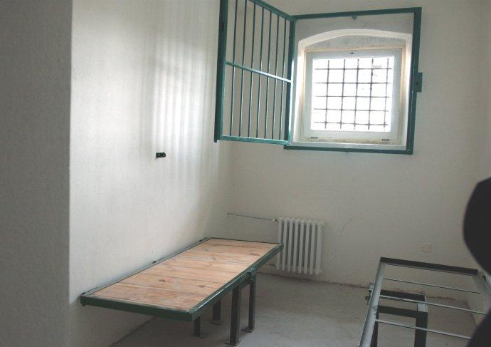 Interiér cely väzenia v Leopoldove, kde končili politickí väzni. Foto – TASR