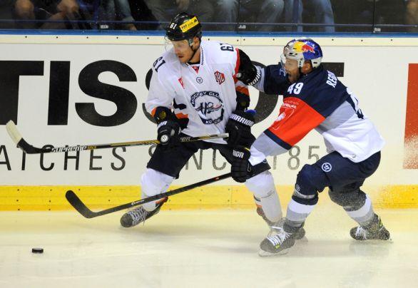 4d19d216ba Košičan Marek Bartánus (vľavo) a Richard Regeher v zápase hokejovej Ligy  majstrov HC Košice