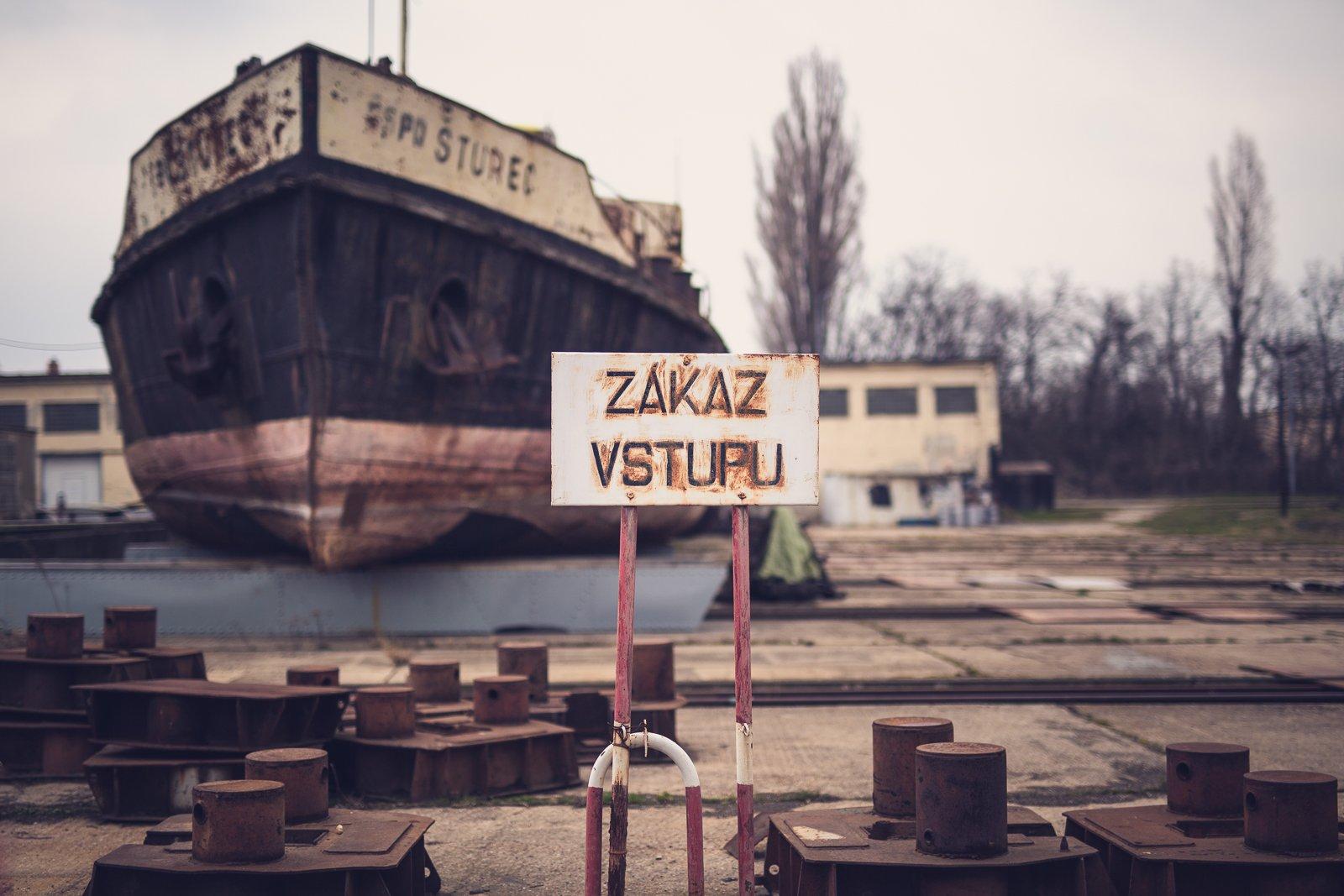 Foto – Čierne diery, Jana Makroczyová