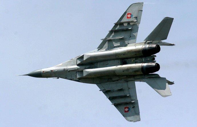 Dvanásť stíhačiek MiG-29, ktoré dnes armáda využíva, získalo Slovensko v 90. rokoch v rámci deblokácií. Foto – TASR