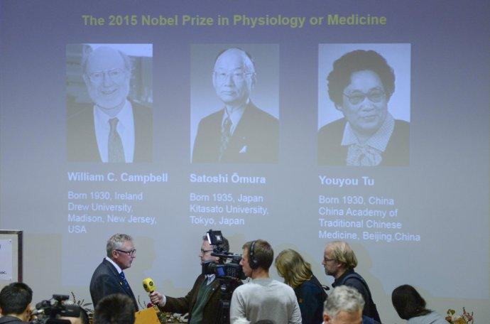 Nobelovu cenu za fyziológiu alebo medicínu 2015 získala 5. októbra 2015 Youyou Tuová a dvojica William C. Campbell a Satoši Omura. FOTO - TASR/AP