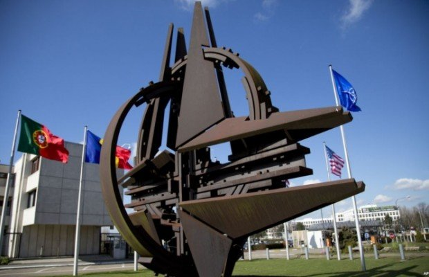 Vláda si v programe sľúbila, že nebude spochybňovať záväzky k Severoatlantickej aliancii. Foto - NATO