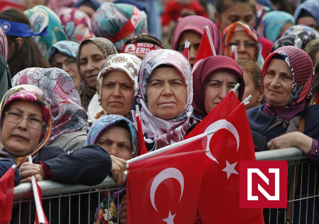 Istanbulský dohovor už nechce ani vláda v krajine jeho vzniku, vraj berie rodinám otcov – Denník N