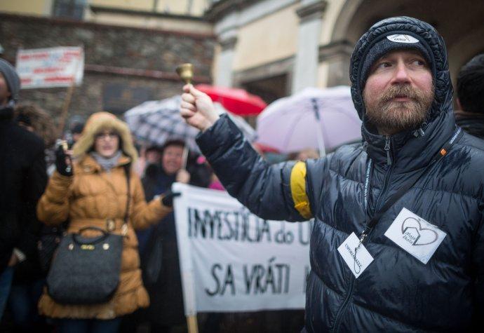 Učiteľ Vladimír Crmoman, ktorý je jeden z iniciátorov štrajku učiteľov. Foto N - Tomáš Benedikovič
