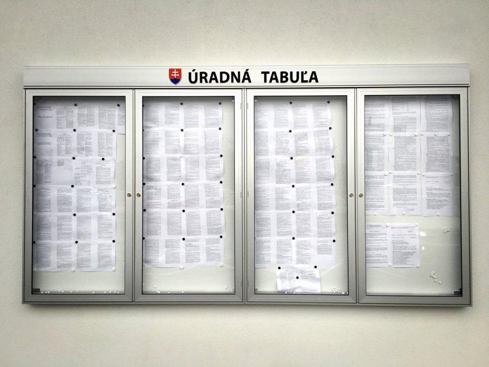 Úradná tabuľa Klientskeho centra v Bratislave naznačuje, ako asi vyzerá budova, v ktorej ju nájdete. Foto – Barbora Šajgalíková