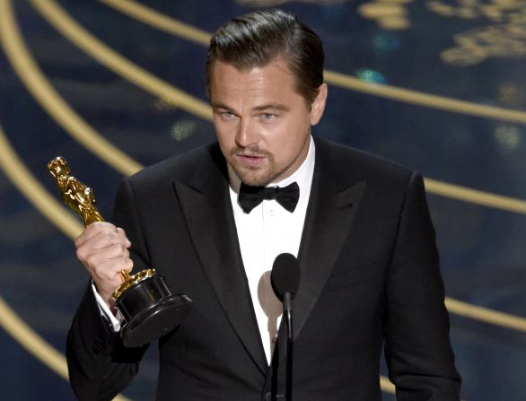 9f6be0268b8d Leonardo DiCaprio s prvým Oscarom (po štyroch neúspešných nomináciách).  Foto – AP