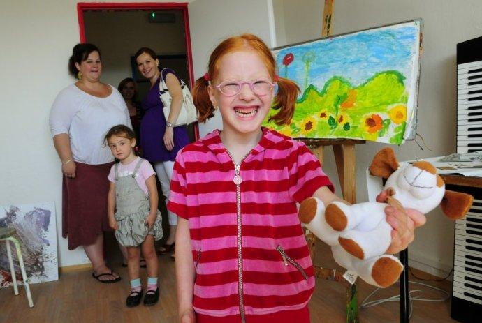 Dieťa v Súkromnej špeciálnej základnej a materskej škole pre deti s autizmom v Prešove v roku 2011. Ilustračné foto – TASR