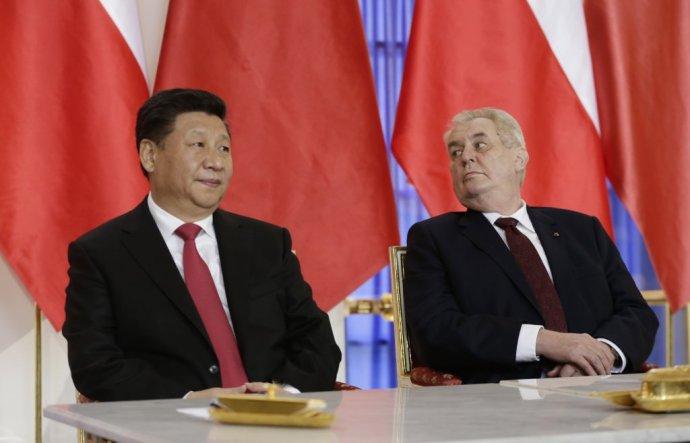 Čínsky prezident Si Ťin-pching a český prezident Miloš Zeman. Foto - TASR