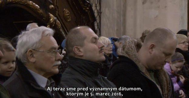 Ján Cuper a Marian Kotleba na omši v Trnave v TV Orol. Reprofoto - N
