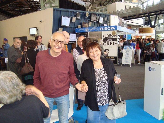 Pavel Vilikovský a Daniela Kapitáňová na knižnom festivale v Pešti. Foto – Peter Morvay