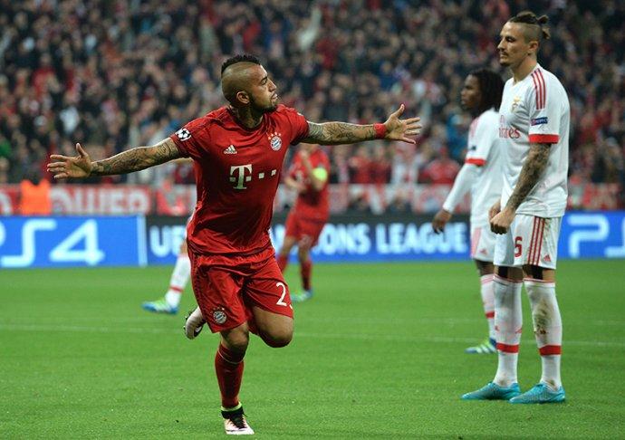 Arturo Vidal oslavuje gól proti Benfice. Foto - AP