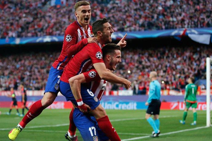 Hráči Atletica Madrid sa tešia z gólu Nigueza v semifinále Ligy majstrov proti Bayernu. Foto - AP