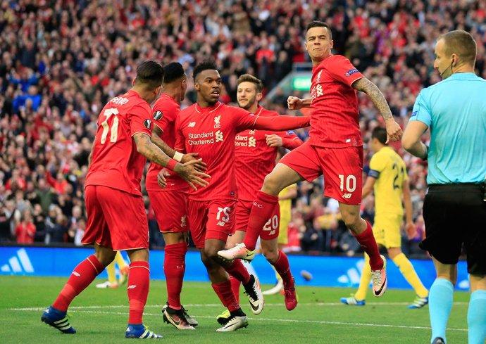 Hráči Liverpoolu oslavujú gól proti Seville v semifinále Európskej ligy. Foto - AP