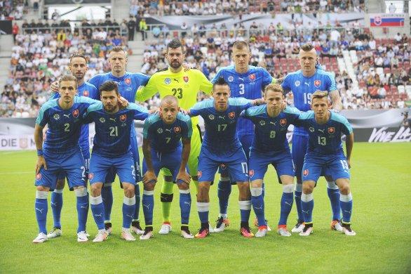 592b6a517 Víťazná zostava v zápase proti Nemecku pred ME 2016: Horný rad zľava:  Švento,