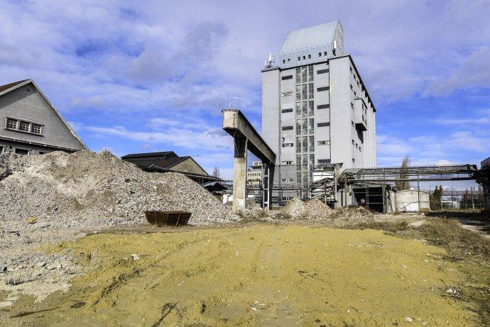 Budova sila v dnes už nefunkčnom závode Palma v Bratislave, zdroj: Corwin