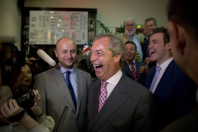 """Líder nacionalistickej strany UKIP Nigel Farage oslavoval """"deň nezávislosti"""". FOTO – TASR/AP"""