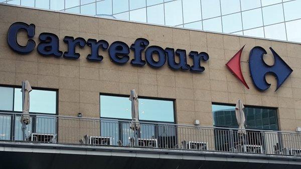 Predajňu v bratislavskom nákupnom centre Polus sa snažili oživiť ako prvú. Foto – N