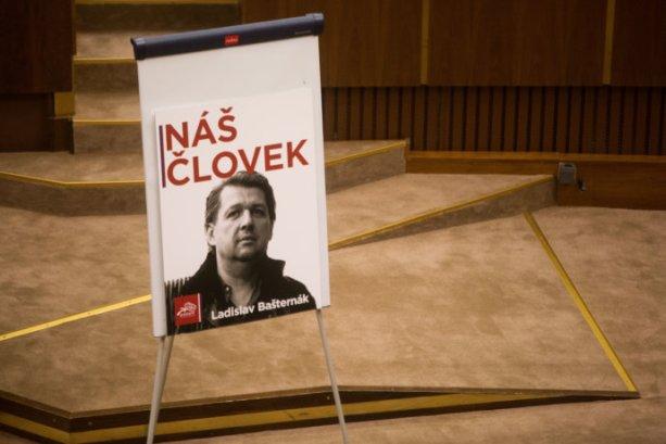 Heslo Náš človek sa po jednej z káuz dostalo aj do parlamentu. Foto N – Vladimír Šimíček