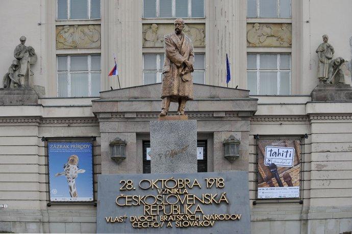 Socha prvého československého prezidenta v Bratislave. Foto - TASR