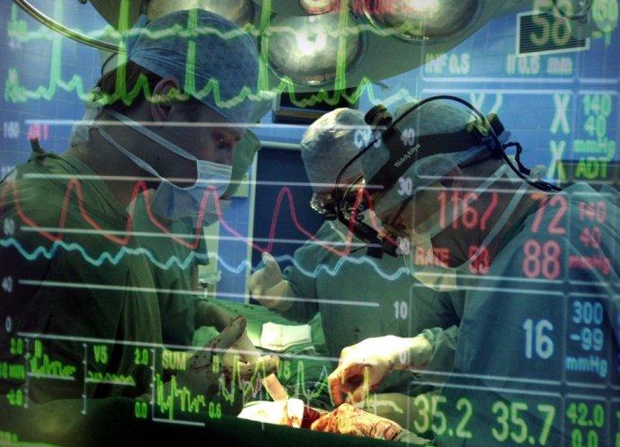 Operácia pacienta s ischemickou chorobou srdca. Foto – TASR