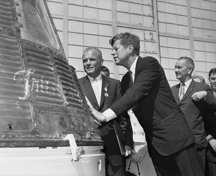 John F. Kennedy a kozmonaut John Glenn. Foto - TASR