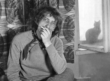 Marián Varga v rodičovskom byte (1968). Foto – Peter Procházka