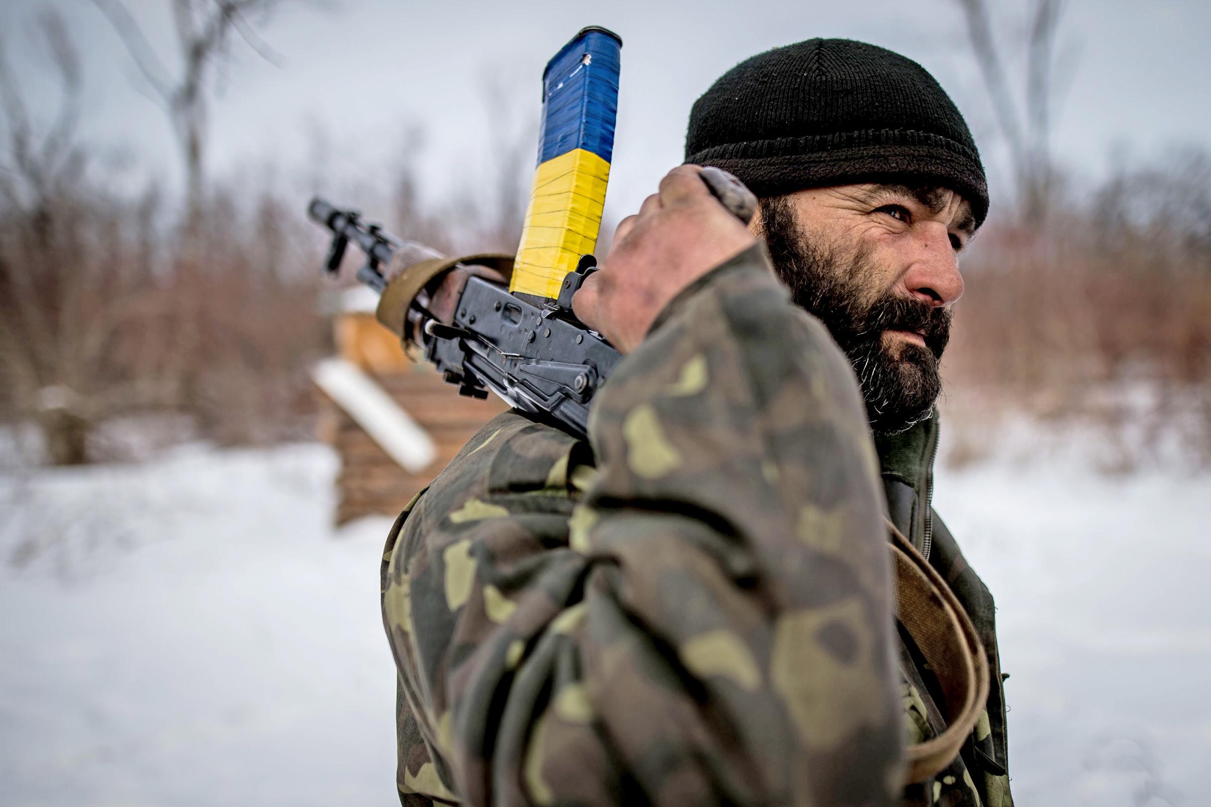 22db0cba2 Vojna na Donbase: Fabrika dymí, rakety lietajú a ľudia veria Rusom – Denník  N