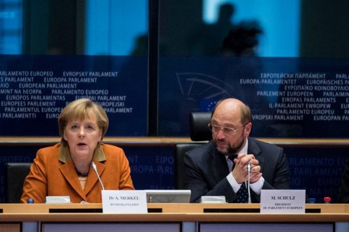 Nemecká kancelárka Angela Merkelová a jej súper Martin Schulz ešte v čase, keď viedol Európsky parlament. Foto – TASR/AP