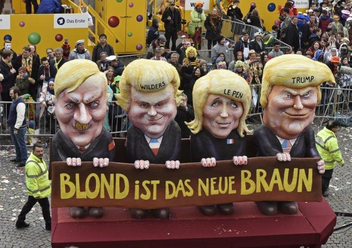 Blond je nová hnedá. Voz s Adolfom Hitlerom, Geertom Wildersom, Marine Le Penovou a Donaldom Trumpom na nemeckom karnevale. Foto – TASR/AP