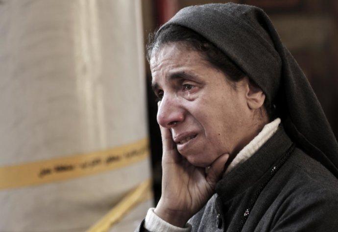 Egyptská koptka smúti po bombovom útoku na káhirský Kostol svätého Marka koncom minulého roka. Foto – AP